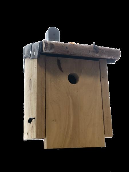 Nistkasten - Handgebautes Vogelhaus